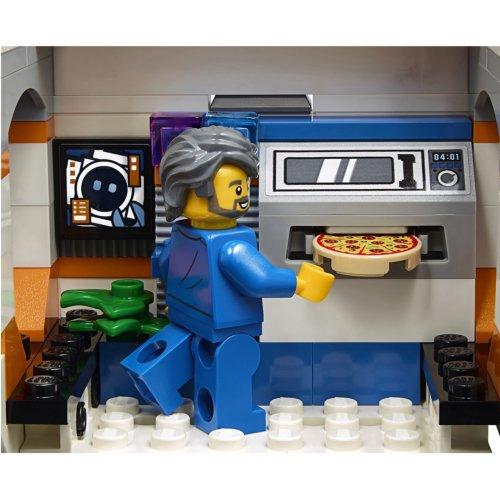 LEGO City Space Port Лунная космическая станция
