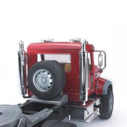 Bruder Тягач с прицепом–платформой MACK с колёсным экскаватором–погрузчиком JCB 4CX