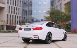 Машинка на радиоуправлении (На Батарейках) Rastar BMW M4 Coupe 1:14 Белая