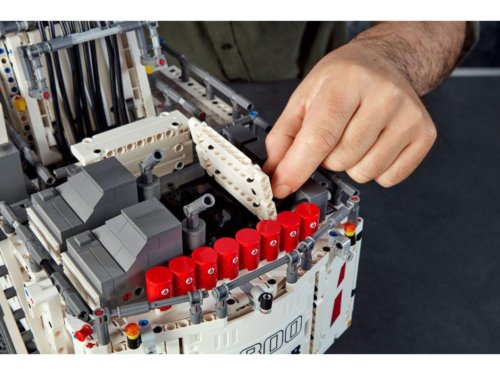 LEGO Technic Экскаватор Liebherr R 9800
